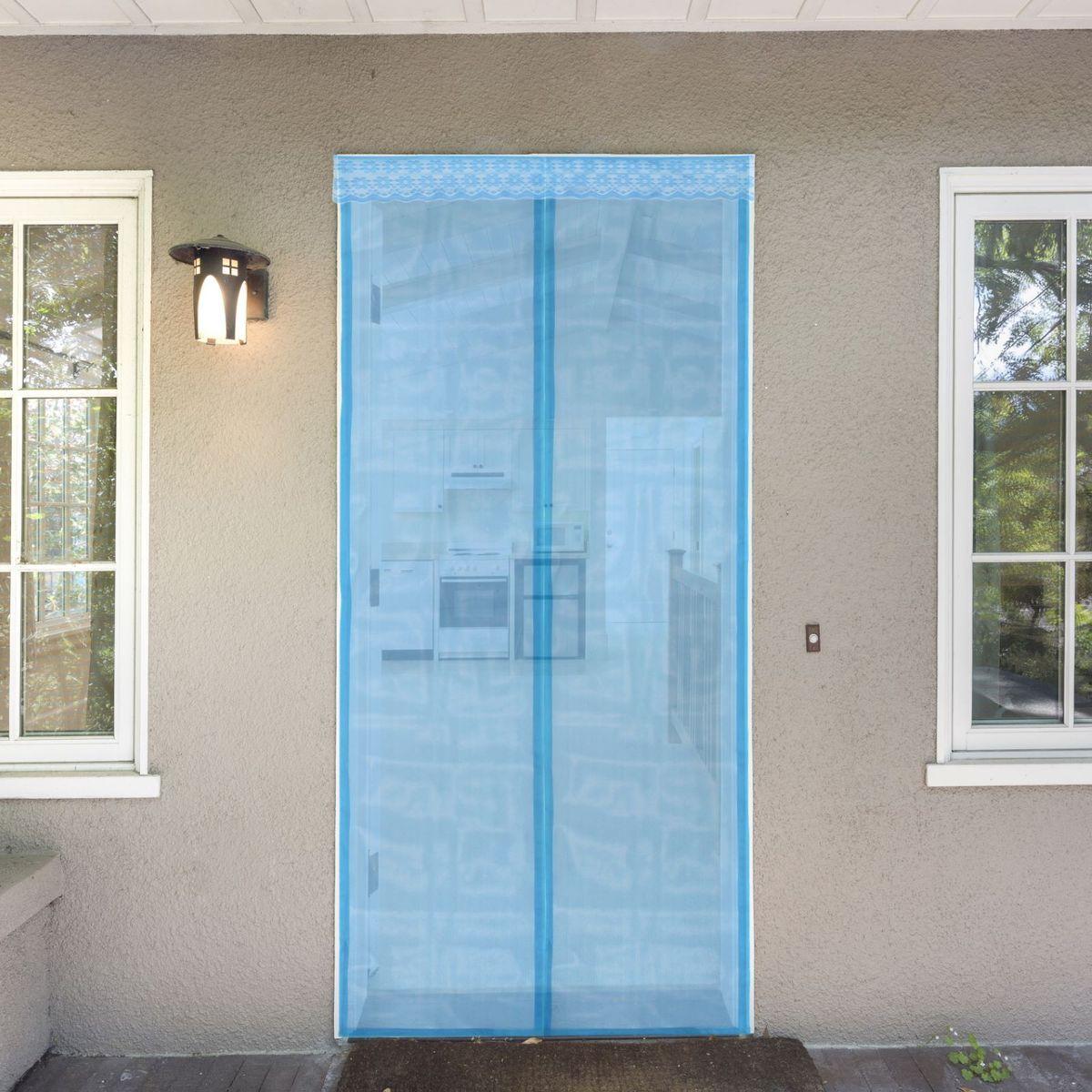 Сетка антимоскитная, на магнитной ленте, цвет: голубой, 80 х 210 см637929Сетка антимоскитная защитит вас от насекомых, изготовленная на магнитной ленте, универсальна в использовании: подвесьте ее при входе в садовый дом или балкон, чтобы предотвратить попадание комаров внутрь жилища. Наслаждайтесь свежим воздухом без компании надоедливых насекомых.Чтобы зафиксировать занавес в дверном проеме, достаточно закрепить занавеску по периметру двери с помощью кнопок, идущих в комплекте.В комплект входит: полиэстеровая сетка-штора (80 x 210 см), магнитная лента и крепёжные крючки.Принцип действия занавеса предельно прост: каждый раз, когда вы будете проходить сквозь шторы, они автоматически захлопнутся за вами благодаря магнитам, расположенным по всей его длине.