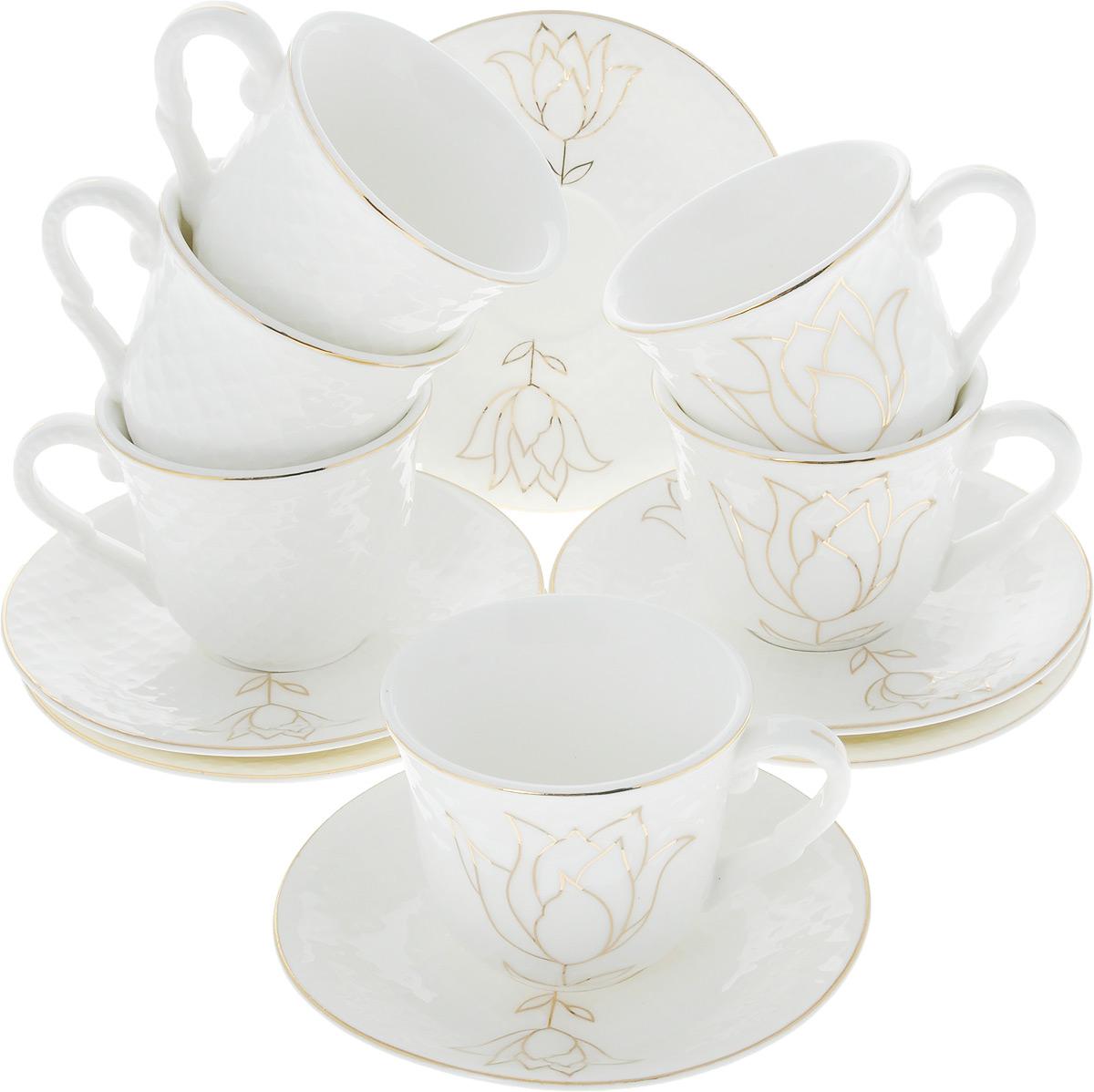 Сервиз кофейный Loraine, 12 предметов. 2682426824Кофейный сервиз Loraine на 6 персон выполнен из высококачественного костяного фарфора - материала, безопасного для здоровья и надолго сохраняющего тепло напитка. В наборе 6 чашек и 6 блюдец. Несмотря на свою внешнюю хрупкость, каждый из предметов набора обладает высокой прочностью и надежностью. Изделия украшены тонкой золотой каймой, внешние стенки дополнены рельефным узором и изображением цветка. Элегантный классический дизайн сделает этот набор изысканным украшением любого стола. Набор упакован в подарочную коробку, поэтому его можно преподнести в качестве оригинального и практичного подарка для родных и близких. Объем чашки: 90 мл. Диаметр чашки (по верхнему краю): 6,5 см. Высота чашки: 5,5 см. Диаметр блюдца: 11 см.