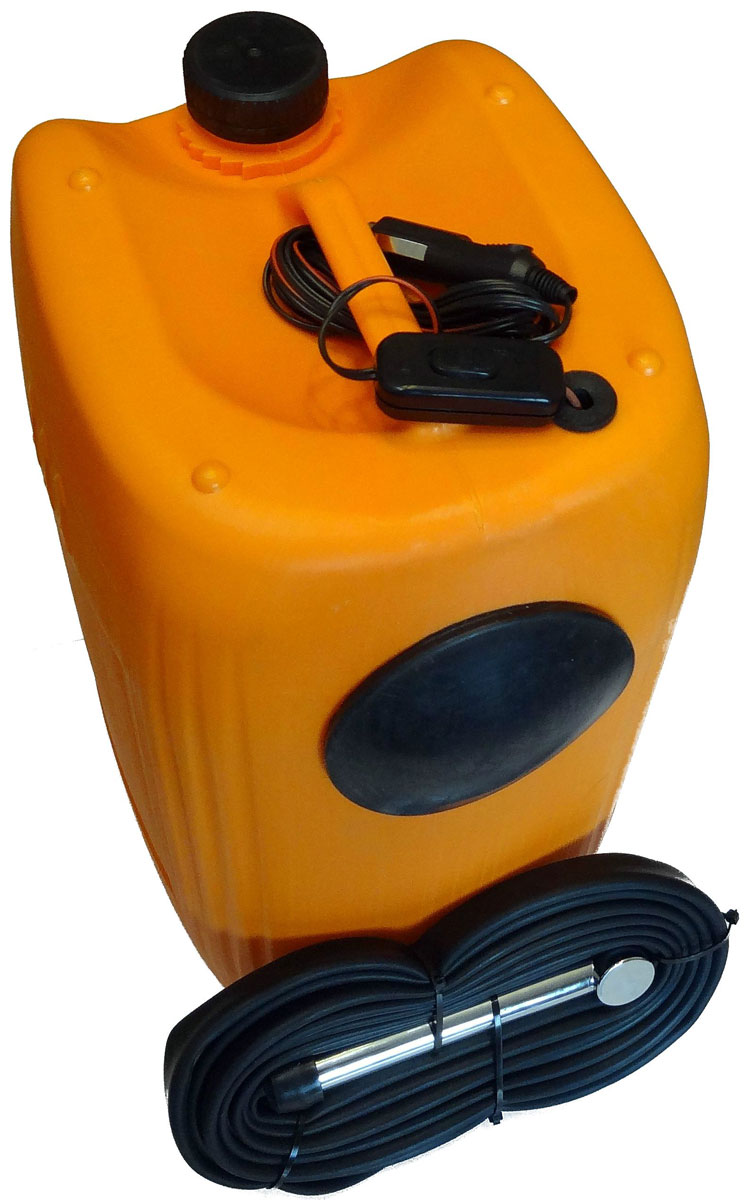 Минимойка Балио Лонгер-душ, 20 л. М220М220Минимойка Балио Лонгер-душ избавит вас от хлопот с уборкой и чисткой автомобиля дома или на природе, упростит задачу поливки растений и мытья фруктов и овощей. Устройство подключается к гнезду прикуривателя (12 В). Емкость с мотор-насосом наполняется водой или моющим раствором. На проводе приспособления расположена кнопка запуска, а на рукоятке есть специальный рычаг, с помощью которого вы можете регулировать мощность напора жидкости.Шланг изготовлен из специального каучука и остается мягким и эластичным даже при отрицательной температуре воздуха. Длина его и электропровода составляет 8 метров, что позволит вам свободно перемещаться вокруг автомобиля. Благодаря резиновым уплотнениям машины специально подобранный шнур спокойно проходит между дверью и кузовом.Устройством можно пользоваться и в зимний период.Характеристики:- потребляемый ток: 1,9 А,- номинальный расход воды: 5 л/мин,- плавкий предохранитель на 2,5 А,- максимальная температура воды: до 45 °С. Как выбрать мойку высокого давления. Статья OZON Гид