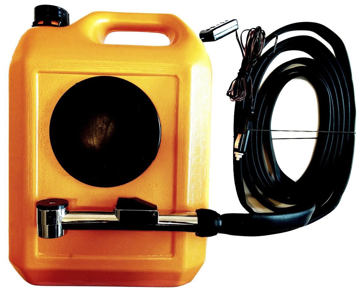 Минимойка Балио Лонгер-душ, 10 л. М210М210Минимойку Балио Лонгер-душ можно использовать как для мойки автомобилей, так и в качестве душа на даче, на пикнике или в пути, а также для поливки растений и мытья фруктов и овощей.Устройством можно пользоваться и в зимний период.Технические характеристики: - режим работы - продолжительный, - питание – постоянный ток, - напряжение - 12 В, - потребляемый ток – 1,9 А, - плавкий предохранитель на 2,5 А, - температура воды – до 45°С, - длина шланга – 4 м, - длина провода электропитания – 4 м, - срок службы - 5-7 лет.Как выбрать мойку высокого давления. Статья OZON Гид