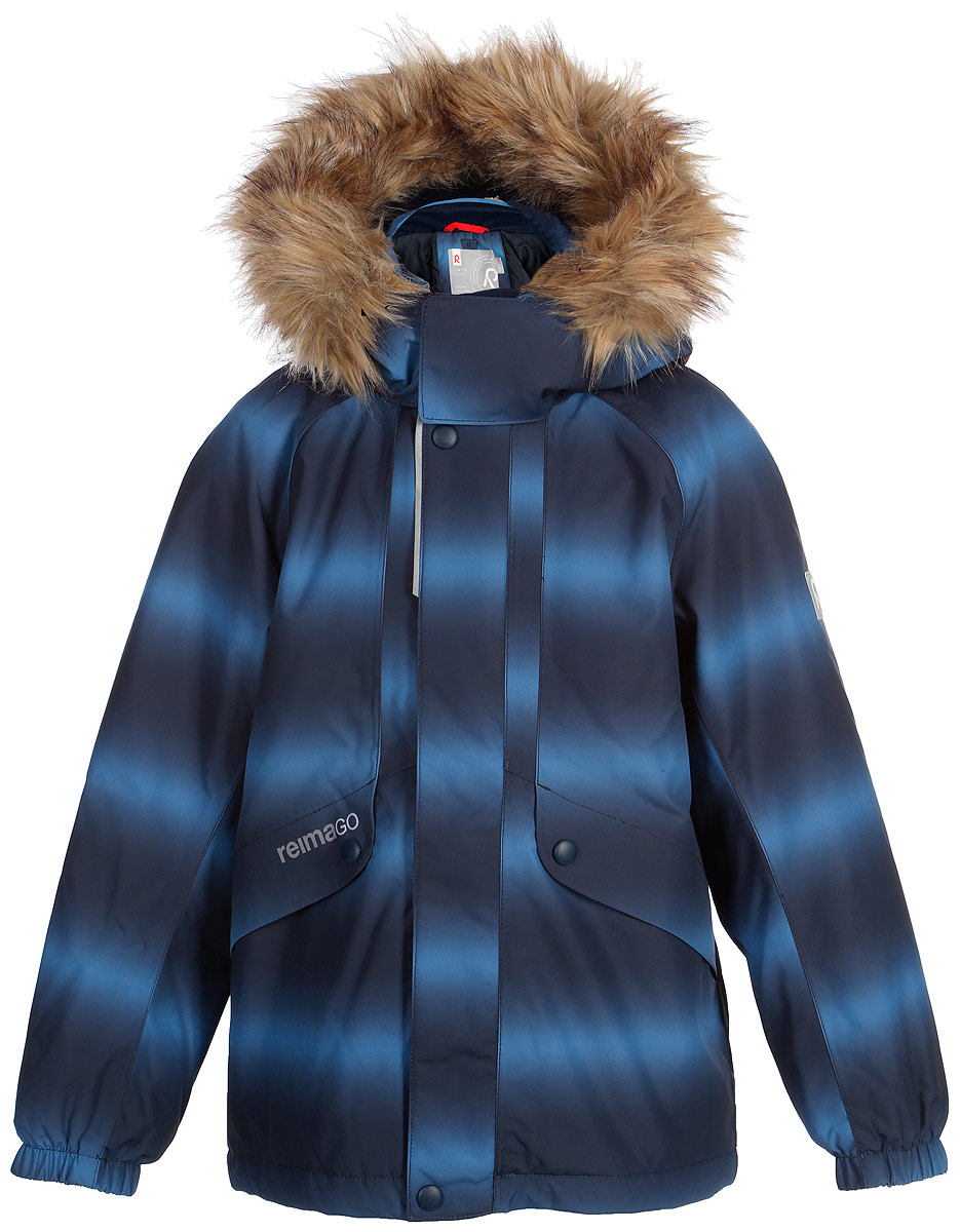 Куртка детская Reima Reimatec Furu, цвет: синий. 521515F6741. Размер 104521515F6741Детская непромокаемая зимняя куртка Reimatec изготовлена из водо- и ветронепроницаемого, дышащего и прочного материала с высокими грязеотталкивающими свойствами. Все швы проклеены, водонепроницаемы. В этой модели прямого покроя подол при необходимости легко регулируется, что позволяет подогнать куртку точно по фигуре. Она снабжена съемным и регулируемым капюшоном со съемной отделкой из искусственного меха. С помощью удобной системы кнопок Play Layers к этой куртке можно присоединять одежду промежуточного слоя Reima, которая подарит вашему ребенку дополнительное тепло и комфорт. В куртке предусмотрены два кармана на молнии, внутренний нагрудный карман, карман для сенсора ReimaGO и множество светоотражающих деталей.Средняя степень утепления.
