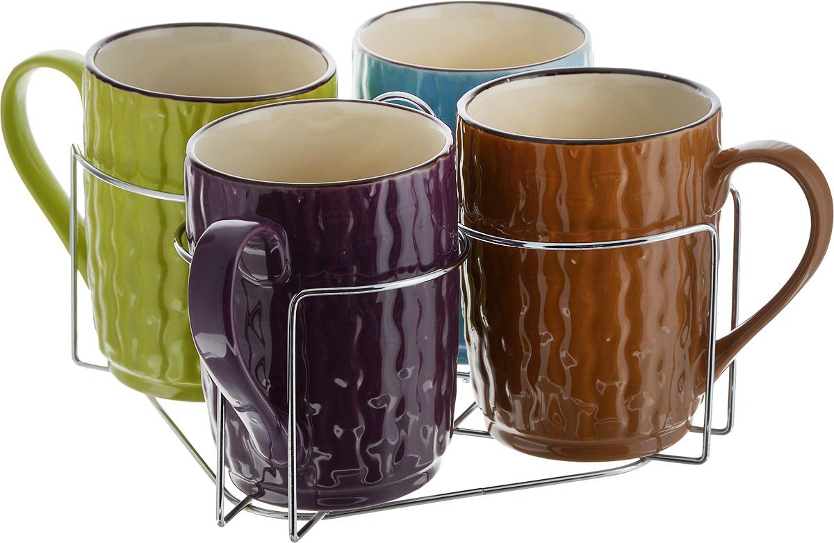 Набор кружек Loraine, на подставке, 427 мл, 5 предметов. 2464724647Набор Loraine состоит из 4 кружек и подставки. Кружки изготовлены из глазурованной керамики и оформлены рельефной текстурой. Теплостойкие ручки обеспечивают комфортное использование. Кружкиподходят для горячих и холодных напитков.Изящный дизайн придется по вкусу и ценителям классики, и тем, кто предпочитает современный стиль. Оннастроит на позитивный лад и подарит хорошее настроение с самого утра. Изделия можно компактно хранить наподставке, входящей в набор.Набор кружек - идеальный и необходимый подарок для вашего дома и для ваших друзей на праздники, юбилеи иторжества.Кружки подходят для мытья в посудомоечной машине, можно использовать в СВЧ и ставить в холодильник. Объем кружек: 427 мл.Диаметр кружки (по верхнему краю): 8,5 см.Высота кружки: 11,5 см.Размер подставки: 20 х 20 х 11,5 см.