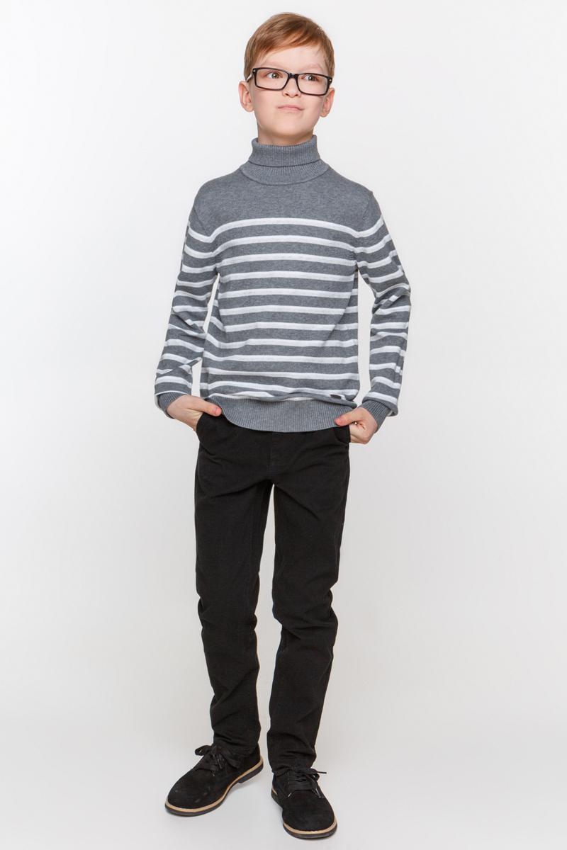 Свитер для мальчика Overmoon by Acoola Amin, цвет: темно-серый. 21100320002_2000. Размер 13421100320002_2000Свитер для мальчика Overmoon Amin выполнен из высококачественного материала. Модель с воротником-стойкой и длинными рукавами оформлена металлической пластиной с логотипом бренда.