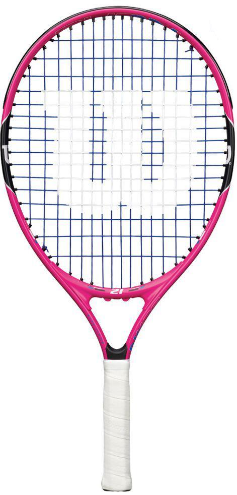 Ракетка теннисная Wilson Burn Pink 21, детскаяWRT218000Теннисная ракетка Wilson Burn Pink 21 идеально подходит для начинающих юниоров в возрасте 5-7 лет. Она легкая, поэтому удары будет делать достаточно просто. Но не стоит забывать и о навыках будущего профессионала. Благодаря легким композитным материалам, используемым во время производства ракетки, юный спортсмен будет быстрее осваивать теннисную науку, получая удовольствие на корте.Играть этой ракеткой очень комфортно, независимо от возраста ребенка или его возможностей. Длина: 53 смВес, без струн: 195 г.Баланс, без струн: 25 см.Материал: алюминийСтрунная формула: 16 x 16 см.