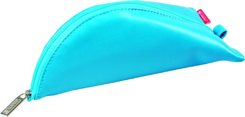 Brunnen Пенал на молнии цвет голубой 19 х 10 см49108-32\BCDПенал Brunnen станет не только практичным, но и стильным школьным аксессуаром. Пенал выполнен из мягкого кожзаменителя и закрывается на застежку-молнию. Пенал имеет интересную треугольную форму и оснащен одним основным отделением, предназначенным для ручек, карандашей и прочих канцелярских принадлежностей.Такой пенал станет незаменимым помощником для школьника, с ним ручки и карандаши всегда будут под рукой и больше не потеряются.