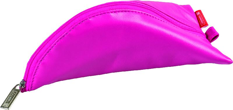 Brunnen Пенал на молнии цвет розовый 19 х 10 см49108-26\BCDПенал Brunnen станет не только практичным, но и стильным школьным аксессуаром.Пенал выполнен из мягкого кожзаменителя и закрывается на застежку-молнию. Пенал имеет интересную треугольную форму и оснащен одним основным отделением, предназначенным для ручек, карандашей и прочих канцелярских принадлежностей. Такой пенал станет незаменимым помощником для школьника, с ним ручки и карандаши всегда будут под рукой и больше не потеряются.
