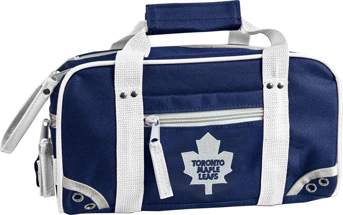 Мини-баул Atributika & Club Toronto Maple Leafs, цвет: синий, белый, 5,5 л. 5801058010Мини-баул Atributika & Club - незаменимый аксессуар для любого хоккеиста. Отлично подходит для хранения мелких хоккейных принадлежностей, таких как: спрей-антифог, лента для клюшки, камень для заточки коньков. Мини-баул выполнен из высококачественного полиэстера. Модель имеет одно основное отделение с двойной застежкой-молнией, а также по одному небольшому карману со всех четырех сторон изделия.