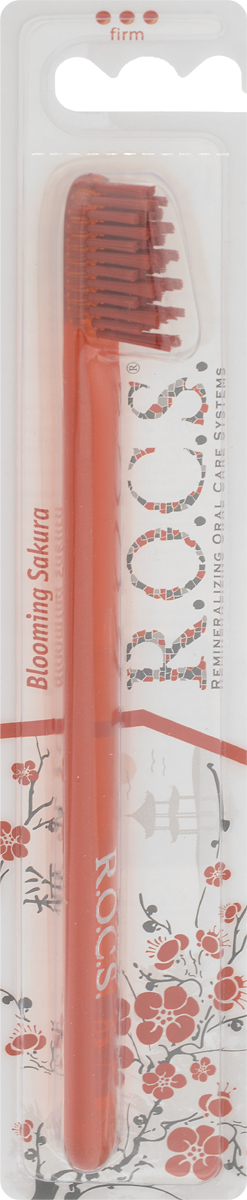 R.O.C.S. Зубная щетка модельная, жесткая, цвет: красный32700425_красныйМодельная зубная щетка R.O.C.S. разработана при участии стоматологов.Нетрадиционная скошенная подстрижка щетины обеспечивает: Эффективную чистку: качественное удаление зубного налета и поверхностных окрашиваний; Высокое качество очистки труднодоступных участков зубного ряда; Легкий доступ к дальним зубам.Тонкая ручка предотвращает излишнее давление при чистке. Высококачественная щетина разной высоты имеетзакругленные и отполированные на концах текстурированные щетинки, которые обеспечивают быстрое и интенсивноеочищениеблагодаря увеличенной очищающей поверхности и особенностям аквадинамики волокна. Товар сертифицирован.