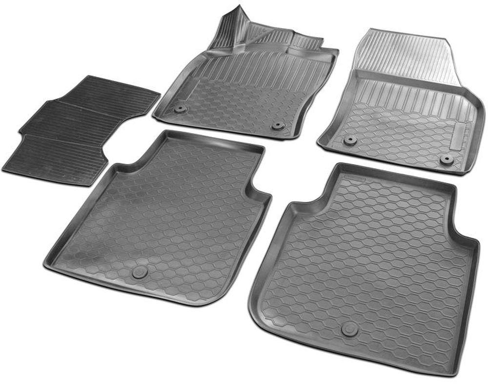 Коврики в салон автомобиля Rival, для Skoda Kodiaq 2017->, с перемычкой, 5 шт15105001Прочные и долговечные коврики в салон автомобиля, изготовлены из высококачественного и экологичного сырья, полностью повторяют геометрию салона вашего автомобиля.- Надежная система крепления, позволяющая закрепить коврик на штатные элементы фиксации, в результате чего отсутствует эффект скольжения по салону автомобиля.- Высокая стойкость поверхности к стиранию.- Специализированный рисунок и высокий борт, препятствующие распространению грязи и жидкости по поверхности коврика.- Перемычка задних ковриков в комплекте предотвращает загрязнение тоннеля карданного вала.- Произведены из первичных материалов, в результате чего отсутствует неприятный запах в салоне автомобиля.- Высокая эластичность, можно беспрепятственно эксплуатировать при температуре от -45 C до +45 C.Уважаемые клиенты!Обращаем ваше внимание, что коврики имеет форму соответствующую модели данного автомобиля. Фото служит для визуального восприятия товара.