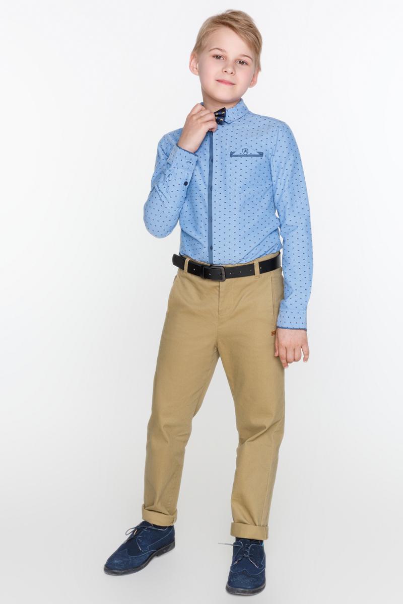 Рубашка для мальчика Acoola Iodine, цвет: синий. 20110280042_500. Размер 17020110280042_500Рубашка Acoola Iodine выполнена из хлопковой фактурной ткани с набивным принтом, декорированная нагрудным прорезным карманом с ложным платком-паше. Модель с классическим отложным воротником, длинными рукавами с манжетами на пуговицах и контрастной планкой с застежкой на пуговицы спереди.