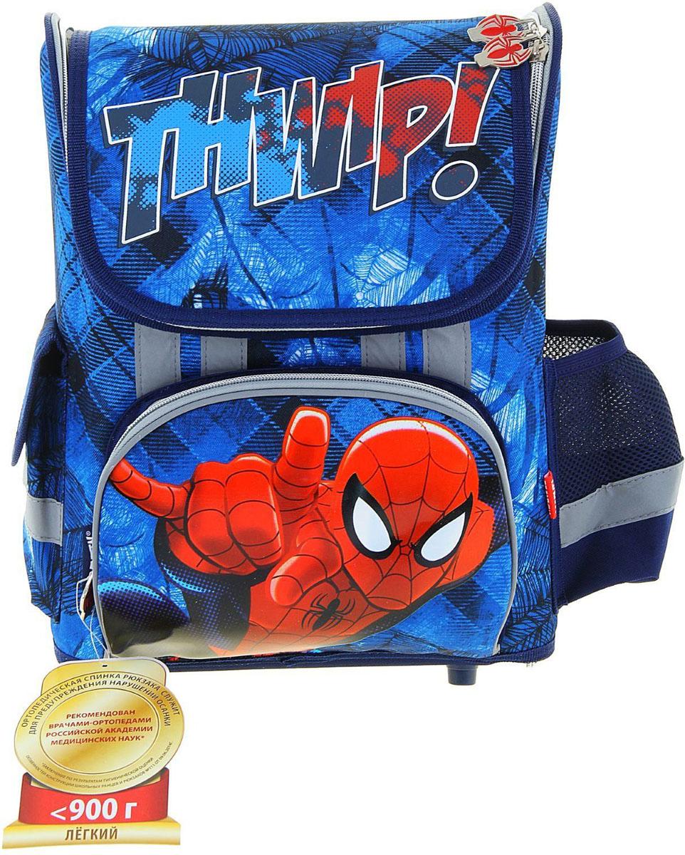 Marvel Ранец школьный Spider-Man1132887Школьный ранец Marvel Spider-Man выполнен из современного, легкого и прочного материала с ярким рисунком.Ранец имеет одно основное отделение, закрывающееся на молнию с двумя бегунками. Ранец полностью раскладывается. На лицевой стороне ранца расположен накладной карман на молнии. По бокам ранца размещены два дополнительных накладных кармана, один под клапаном на липучке, а второй - открытый.Рельеф спинки ранца разработан с учетом особенностей детского позвоночника. Ранец оснащен ручкой для переноски и двумя широкими лямками, регулируемой длины. Дно ранца защищено пластиковыми ножками. Ранец оснащен удобной ручкой для переноски и двумя широкими лямками, регулируемой длины. У ранца имеются светоотражатели.