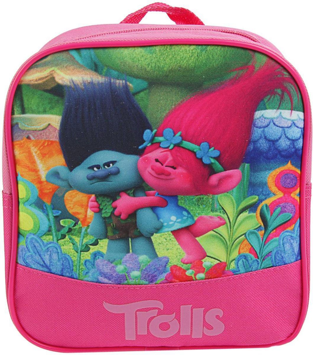 Trolls Рюкзак детский цвет розовый2379178Детский рюкзак Trolls имеет легкий вес, поэтому ребенку будет с ним очень удобно.Рюкзак содержит одно вместительное отделение на застежке-молнии. На лицевой стороне рюкзака изображены герои мультфильма Тролли - Розочка и Цветан. Рюкзак имеет петлю для подвешивания на крючок и удобные широкие мягкие лямки.Многофункциональный детский рюкзак станет незаменимым спутником вашего ребенка в жизни. В рюкзак можно положить как игрушки, так и спортивную форму.