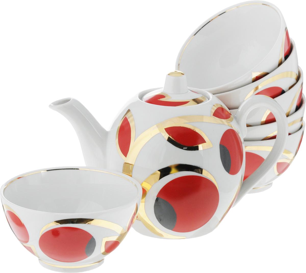 """Чайный набор Фарфор Вербилок """"Яблоки"""" состоит из 6 пиал и заварочного чайника. Изделия выполнены из высококачественного фарфора и оформлены оригинальным рисунком.Изящный чайный набор прекрасно оформит стол к чаепитию и порадует вас элегантным дизайном и качеством исполнения.История """"Мануфактуры Гарднеръ"""" насчитывает более 250 лет. За четверть тысячелетия фабричные мастера создали целую галерею шедевров фарфорового искусства, многие из которых служили украшением императорских дворцов и аристократических салонов. Если верить легенде, именно вербилковские сервизы так понравились Екатерине II во время праздничного обеда в честь именин монаршей особы.Объем чайника: 800 мл.Высота чайника (без учета крышки): 11,5 см.Диаметр чайника (по верхнему краю): 4,5 см.Объем пиалы: 300 мл.Диаметр пиалы (по верхнему краю): 11 см.Высота пиалы: 6,5 см."""