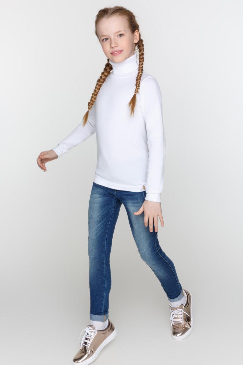Свитер для девочки Acoola Cardinal, цвет: белый. 20210320017_200. Размер 14620210320017_200Базовый свитер для девочки Acoola Cardinal выполнен из вязаного эластичного трикотажа. Модель с воротником-гольф, резинками на манжетах и по низу изделия.