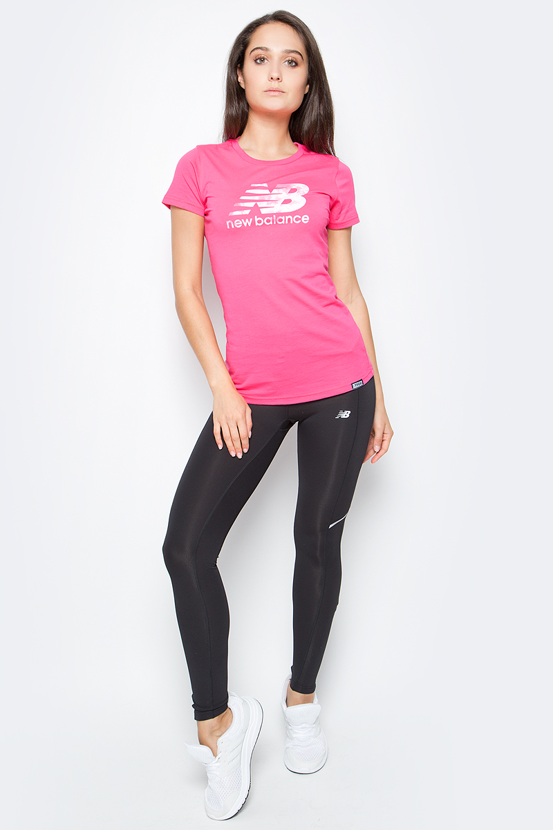 Футболка женская New Balance Batik Logo, цвет: розовый. WT71556/AKK. Размер XS (42)WT71556/AKKСтильная и уютная женская футболка New Balance, изготовлена из высококачественного трикотажа, она приятна на ощупь, не раздражает кожу, позволяя ей дышать. Модель имеет короткий рукав, круглый ворот, полуприлегающий силуэт, не стесняет движения. Изделие дополнено ярким принтом в стиле New Balance.