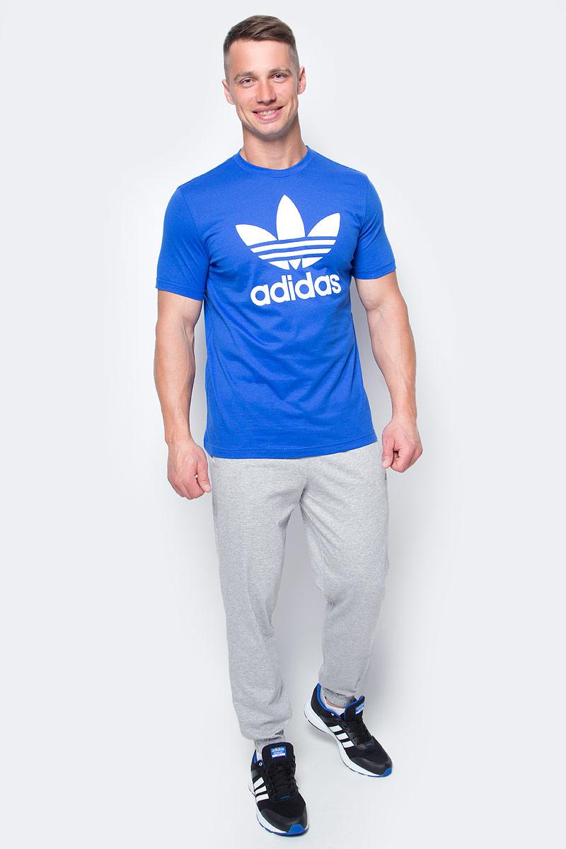 Футболка мужская adidas Orig Trefoil T, цвет: голубой. BK7161. Размер L (52/54)BK7161Футболка мужская adidas Orig Trefoil T выполнена из натурального хлопка. Модель с круглым вырезом горловины и короткими рукавами оформлена оригинальным принтом.