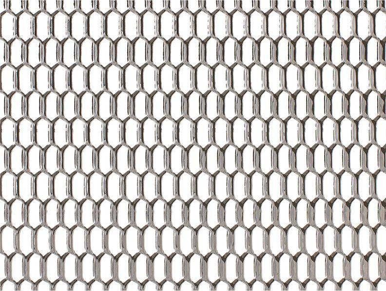 Решетка радиатора декоративная DolleX Сота, 100 х 20 см, ячейки 20 х 6 мм, цвет: хромDKS-029Облицовка радиатора (металлическая сетка декоративная) эффективно защищает элементы моторного отсека, радиатор системы охлаждения и кондиционирования автомобиля от камней, грязи и насекомых. Долговечная и легкомонтируемая. Придает индивидуальность автомобилю. Цвет: хром Размер сетки: 100 х 20 см Размер ячейки: 20мм х 6мм