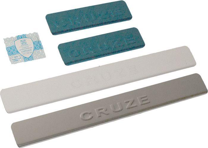 Накладки внутренних порогов DolleX, для CHEVROLET Cruze (<-2013), надпись CRUZE, 4 штNPS-066Придают автомобилю стильный и неповторимый вид, эффективно защищают пороги от повреждения лакокрасочного покрытия.Отличительные особенности:- Полированная нержавеющая сталь- Толщина стали 0,5 мм.- Стильный внешний вид- Легкая и быстрая установка- Крепление лента липкая двухсторонняяКомплект:размер 450х55мм - 2штразмер 200х55мм - 2шт