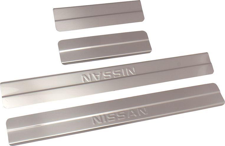 Накладки внутренних порогов DolleX, для NISSAN Qashqai (2014->), ступенчатые, 4 штNSI-005Придают автомобилю стильный и неповторимый вид, эффективно защищают пороги от повреждения лакокрасочного покрытия.Отличительные особенности:- Полностью повторяет геометрию порога;- Полированная нержавеющая сталь;- Толщина стали 0,5 мм.;- Стильный внешний вид;- Легкая и быстрая установка;- Крепление лента липкая двухсторонняя.Комплект: размер 500х59 мм - 2 шт.размер 220х59 мм - 2 шт.
