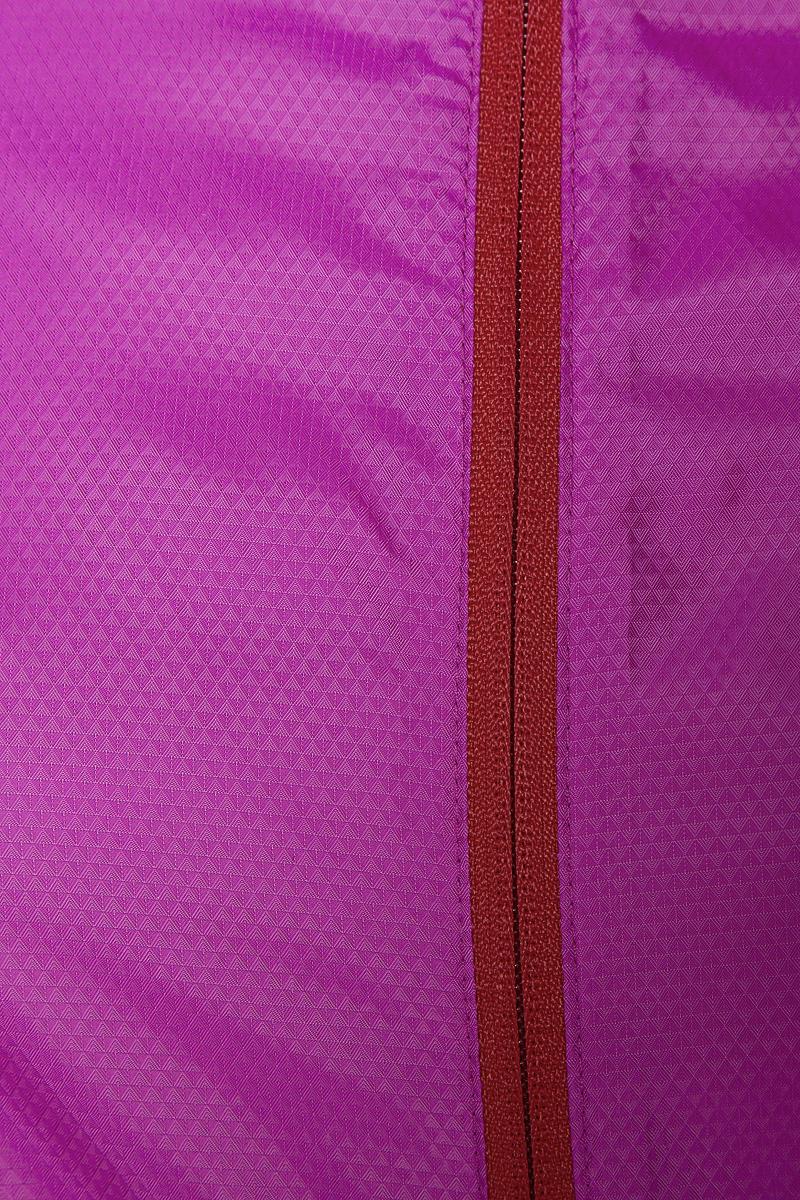 Легкая куртка Salomon Agile Wind Jkt стильно выглядит и защищает от ветра. Модель с воротником-стойкой и длинными рукавами застегивается на молнию. По бокам расположены прорезные карманы на молниях.