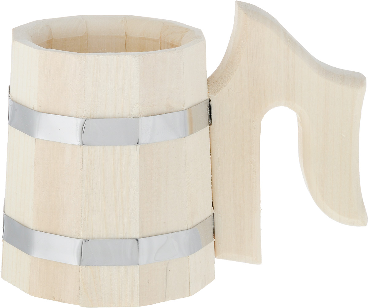 """Сборная банная кружка Невский банщик """"Липа"""" выполнена из  100% натуральной высококачественной древесины липы по  традиционной бондарной технологии. Технология сборки  """"стыковка в замок"""" обеспечивает большую прочность, поэтому  изделие не протекает. Липа выделяет полезные для здоровья  фитонциды и обладает приятным ароматом. Металлические  обручи не ржавеют от соприкосновения с водой. Кружка  снабжена удобной ручкой.  Из такой кружки можно пить воду, соки, пиво, квас и любые  другие прохладные напитки. Древесина почти не нагревается,  и поэтому деревянные кружки можно использовать даже в  бане, без риска обжечься.  Диаметр (по верхнему краю): 11 см.  Диаметр основания: 12,5 см.  Высота кружки (с учетом ручки): 15,5 см."""