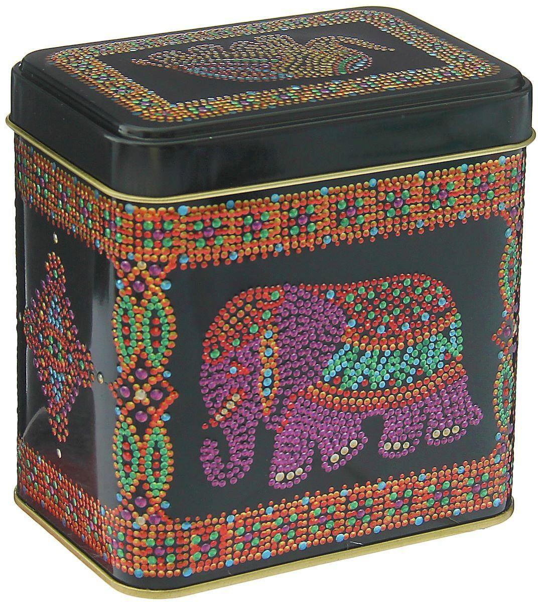 Банка для сыпучих продуктов Рязанская фабрика жестяной упаковки Индийский слон, 600 мл1528379Металлическая банка Индийский слон - лучший способ сохранить крупы и травы, чай и кофе в наилучшем состоянии.Изделия от Рязанской фабрики жестяной упаковки радуют потребителей уже долгие годы. Чем хороша именно эта банка?- Плотная крышка предохраняет содержимое от высыпания.- Защита от солнечного света продлевает срок годности продуктов.- Яркий дизайн добавит свежую нотку в оформление кухни.- Банка может быть использована для хранения мелких хозяйственных предметов.Наводите порядок на кухне со вкусом!