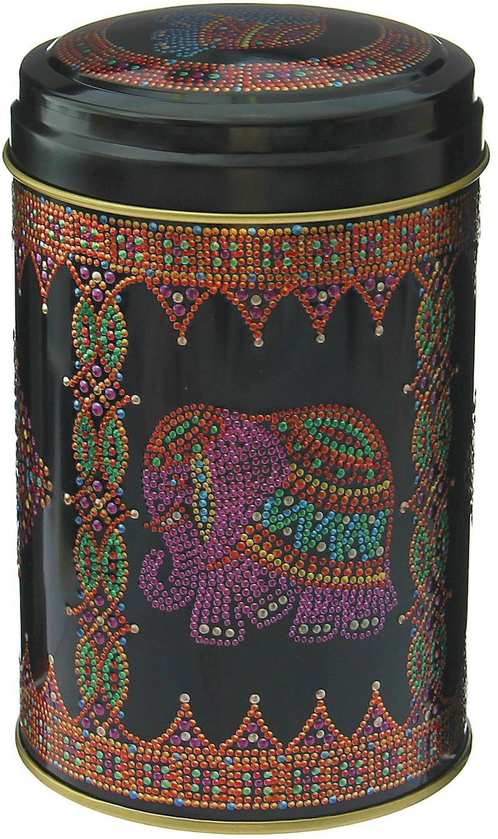 """Металлическая банка """"Индийский слон"""" - лучший способ сохранить крупы и травы, чай и кофе в наилучшем состоянии. Изделия от Рязанской фабрики жестяной упаковки радуют потребителей уже долгие годы. Чем хороша именно эта банка? - Плотная крышка предохраняет содержимое от высыпания. - Защита от солнечного света продлевает срок годности продуктов. - Яркий дизайн добавит свежую нотку в оформление кухни. - Банка может быть использована для хранения мелких хозяйственных предметов. Наводите порядок на кухне со вкусом!"""