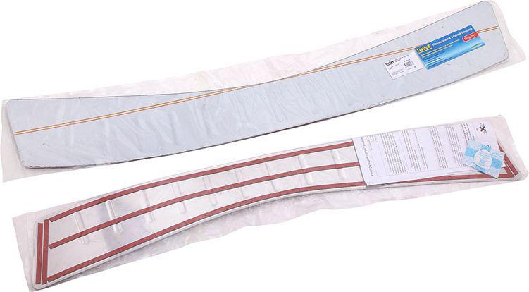 Накладка бампера декоративная DolleX, для Ford Mondeo (2007-2014)NBI-036Накладка бампера декоративная DolleX придает автомобилю стильный и неповторимый вид, эффективно защищает бампер от повреждения лакокрасочного покрытия. Подходит для Ford Mondeo 2007-2014 годов выпуска.Отличительные особенности:- Полированная нержавеющая сталь;- Толщина стали 0,5 мм.;- Стильный внешний вид;- Легкая и быстрая установка;- Крепление - лента липкая двухсторонняя.