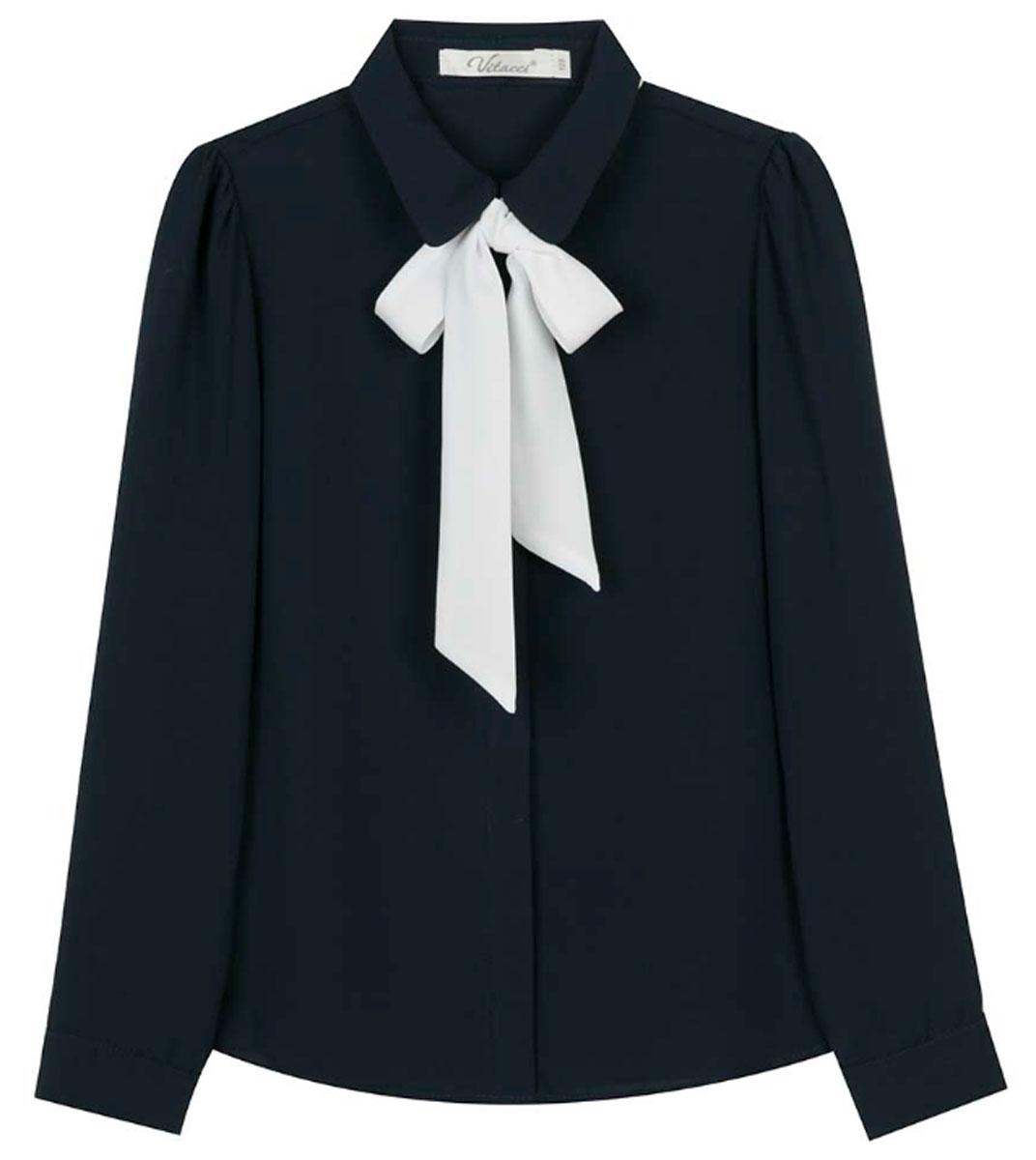 Блузка для девочки Vitacci, цвет: синий. 2173224L-04. Размер 1462173224L-04Шифоновая блузка для девочки Vitacci выполнена из 100% полиэстера. Модель имеет длинные рукава и отложной воротник, украшенный контрастным бантом. Застегивается на пуговицы, скрытые планкой. Классическая блузка отлично подойдет для школы.