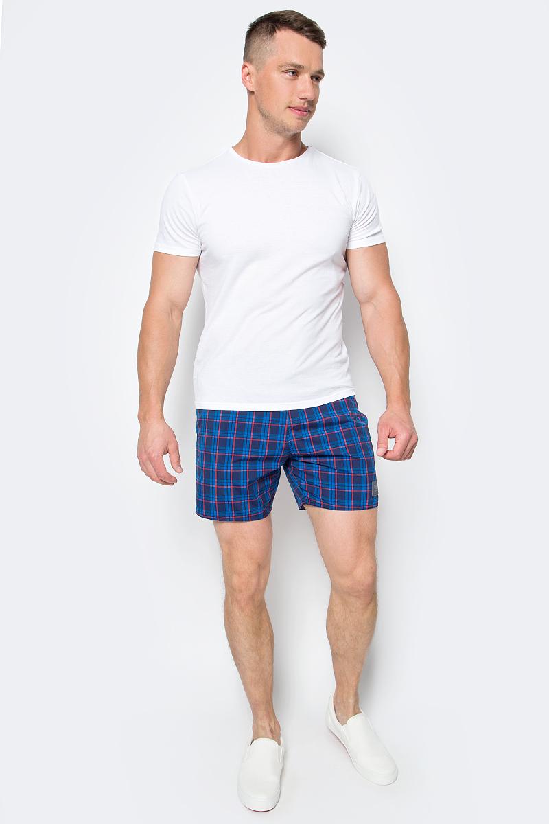 Шорты для плавания мужские Speedo YD Check Leisure 16 Watershort, цвет: синий, красный. 8-10866B593-B593. Размер XL (52/54)8-10866B593-B593Мужские шорты для плавания Speedo YD Check Leisure 16 Watershort с принтом клетка выполнены по технологии yarn-dye, которая подразумевает прокрашивание нитей перед плетением ткани, что обеспечивает более стойкий цвет по сравнению с принтами, которые наносятся поверх готовой ткани. Легкая и прочная ткань со специальной обработкой Quick dry позволяет шортам быстро высыхать после намокания, не сковывает свободу движений. Сетчатая несъемная вставка в виде трусов-слипов обеспечивает необходимую циркуляцию воздуха. Эластичный пояс с затягивающимся шнурком позволяет отрегулировать посадку точно по фигуре. По бокам расположены два прорезных кармана, подкладка которых выполнена из сетки, сзади - один прорезной карман на липучке. На карманах предусмотрена система слива воды. Изделие оформлено нашивкой с названием бренда. Такие шорты - идеальный выбор для отдыха, купания и активных игр на пляже. В них вы всегда будете чувствовать себя уверенно и комфортно!
