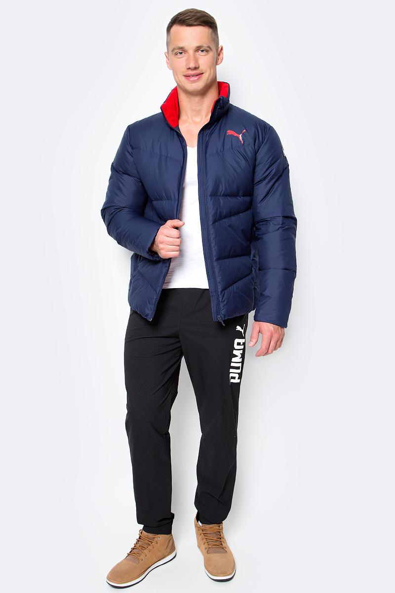Куртка мужская Puma ESS Down Jacket, цвет: синий. 83864106. Размер M (46/48)838641_06Куртка Puma выполнена из стеганного текстиля. Модель декорирована логотипом PUMA, нанесенным методом глянцевой печати, а также силиконовой эмблемой PUMA. Среди других отличительных особенностей модели – воротник с подкладкой из флиса, надежно закрывающий спереди шею и подбородок и ветрозащитным клапаном, боковые карманы на молнии в швах с односторонней подкладкой из флиса, отделка изнутри эластичным материалом манжет и подола, петля для вешалки, внутренний карман для электронных устройств с клапаном, висячий ярлык с указанием состава наполнителя.