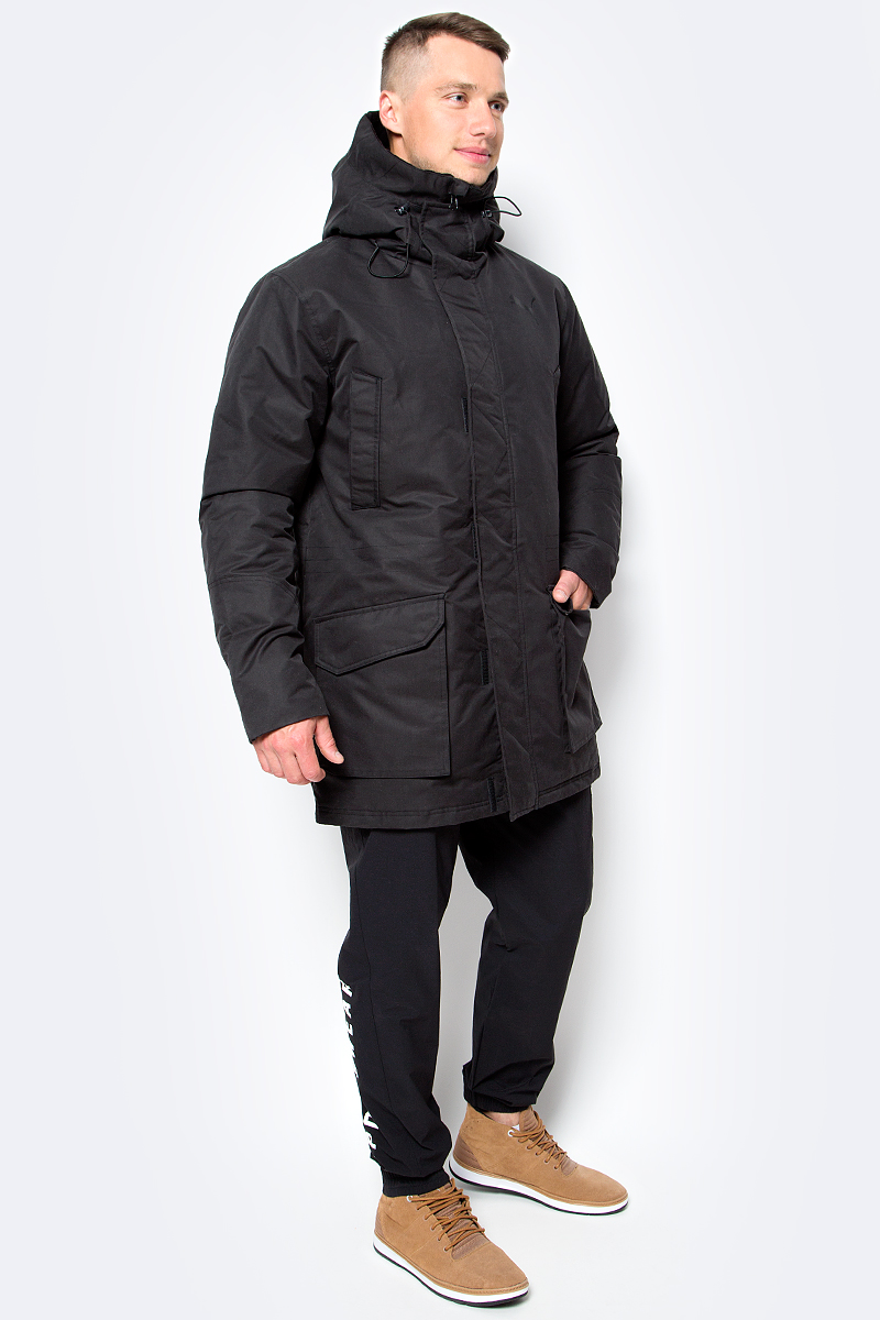 Куртка мужская Puma Style Protective Down, цвет: черный. 83866101. Размер XL (50/52)838661_01Благодаря прямому крою, куртка STYLE Protective Down обеспечивает комфортную посадку. Данная модель не будет сковывать вас в движениях, вы будете чувствовать себя легко и непринужденно. Модель декорирована логотипом PUMA, нанесенным методом глянцевой печати, а также силиконовой эмблемой PUMA. Модель изготовлена с использованием технологии stormCELL из водонепроницаемых, но в то же время дышащих материалов, способных справиться с любой непогодой. Среди других отличительных особенностей модели - капюшон изменяемой формы с затягивающимися шнурами, снабженными стопорами и зажимами в виде шариков, капюшон с подкладкой из флиса, ветрозащитный клапан на липучке и наращённый спереди ворот, надежно закрывающий шею и подбородок, скрытый карман для электронных устройств на молнии, с прорезиненной петлицей и эластичной петлей для регулировки длины провода наушников под ветрозащитным клапаном, карманы на молнии на груди, боковые накладные карманы с вертикальным входом в карман и застегивающиеся на кнопку, манжеты с подложкой из эластичного материала, подол с кулиской и затягивающимся шнуром для регулирования посадки, петля для вешалки, висячий ярлык с указанием состава наполнителя.
