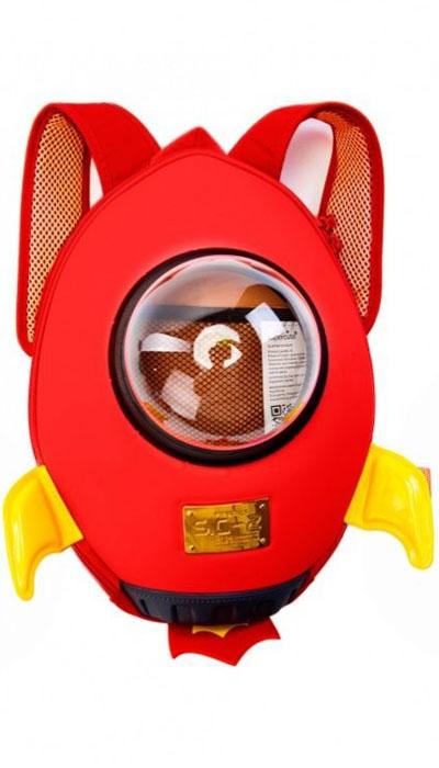 Bradex Рюкзак дошкольный Ракета цвет красныйDE 0237Хотите преподнести своему ребенку интересный и полезный подарок? Рюкзак Bradex Ракета станет отличной находкой для родителей и приятным сюрпризом для детей! Это не просто удобный рюкзак для вещей, но и стильный аксессуар, который поможет ребенку быстро собраться в дорогу, на прогулку или в детский сад. В рюкзак легко поместятся небольшие игрушки, канцтовары, сладости и многое другое. Особый дизайн изделия предотвращает трение лямок о плечи и способствует комфортному ношению, а прозрачное пластиковое окошко в центре станет необычной изюминкой рюкзачка. С рюкзаком Bradex Ракета ваш ребенок будет готов к прогулке за считанные минуты!