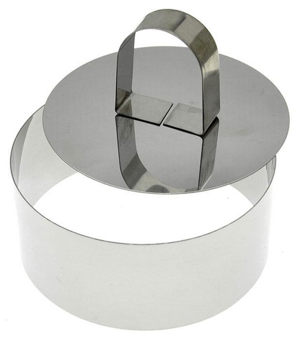 Форма для выпечки Мультидом, круглая, с крышкой-прессом. Диаметр 10 смAN8-2Кулинарный формы Мультидом - удобный и незаменимый инструмент в арсенале каждой хозяйки для подготовки праздничного стола. Эти специальные полые формы используются для оформления блюд, помогут сервировать закуски и десерты, пригодятся для порционного тушения, сборки бутербродов и канапе, а также с их помощью можно вырезать идеально ровные фигуры из теста и даже пожарить аккуратный омлет или глазунью. Применение формы при сервировке позволит удивить гостей эффектными шедеврами кулинарного искусства-вы сможете красиво подать на стол практически любые салаты, закуски и блюда, которым необходимо придать идеальную строгость форм. В набор входит форма диаметром 10 см и высотой 4 см, которая комплектуется крышкой-прессом. Крышка пресс свободно входит в форму, применяется при выталкивании формованного порционного блюда на сервировочные тарелки. Изготовлено из коррозионностойкой нержавеющей стали. После применения рекомендуется промыть губкой с использованием жидких моющих средств. Хранить в сухом помещении.