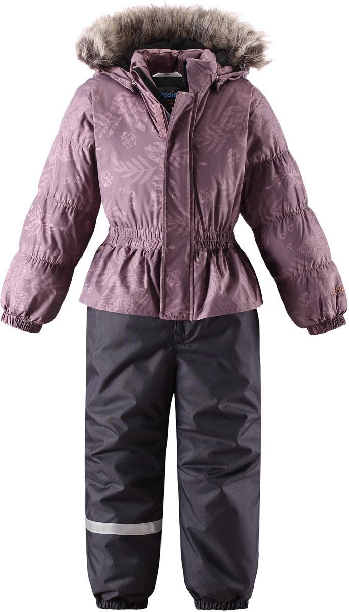 Комплект для девочки Lassie: куртка, брюки, цвет: розовый. 7207144391. Размер 1047207144391Комплект одежды для девочки Lassie, состоящий из куртки и брюк, идеально подойдет для активных детей, которые любят играть на улице в любую погоду. Комплект изготовлен из сверхпрочного, ветронепроницаемого и водоотталкивающего материала. Куртка со съемным капюшоном и воротником-стойкой застегивается на молнию с защитой подбородка. Модель оснащена двумя ветрозащитными планками. Внешняя планка имеет застежки-липучки. Капюшон защитит нежные щечки от ветра. Он пристегивается к куртке при помощи кнопок. Куртка оформлена оригинальным принтом. Брюки застегиваются на застежку-молнию. Комплект дополнен светоотражающими элементами, которые не оставят вашего ребенка незамеченным в темное время суток. Теплый, удобный и практичный комплект идеально подойдет для прогулок и игр на свежем воздухе!