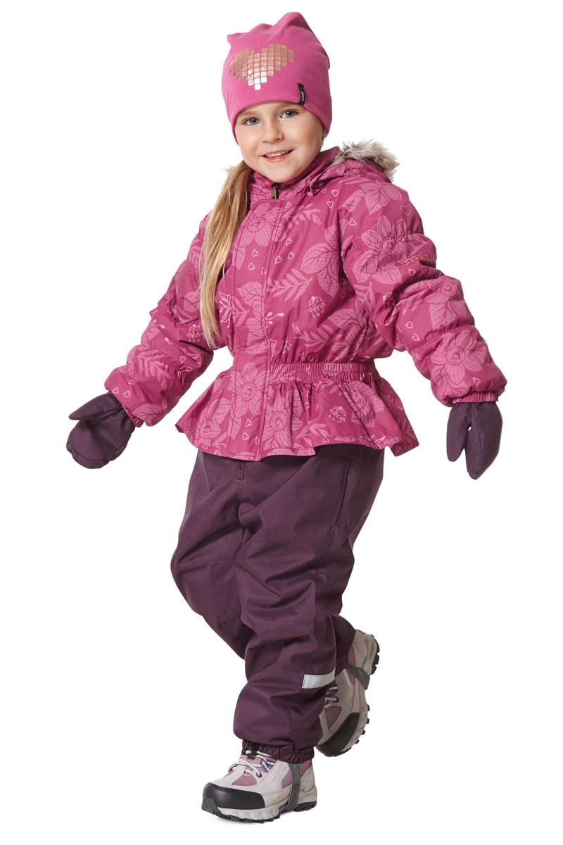 Комплект для девочки Lassie: куртка, брюки, цвет: розовый. 7207144801. Размер 987207144801Комплект одежды для девочки Lassie, состоящий из куртки и брюк, идеально подойдет для активных детей, которые любят играть на улице в любую погоду. Комплект изготовлен из сверхпрочного, ветронепроницаемого и водоотталкивающего материала. Куртка со съемным капюшоном и воротником-стойкой застегивается на молнию с защитой подбородка. Модель оснащена двумя ветрозащитными планками. Внешняя планка имеет застежки-липучки. Капюшон защитит нежные щечки от ветра. Он пристегивается к куртке при помощи кнопок. Куртка оформлена оригинальным принтом. Брюки застегиваются на застежку-молнию. Комплект дополнен светоотражающими элементами, которые не оставят вашего ребенка незамеченным в темное время суток. Теплый, удобный и практичный комплект идеально подойдет для прогулок и игр на свежем воздухе!