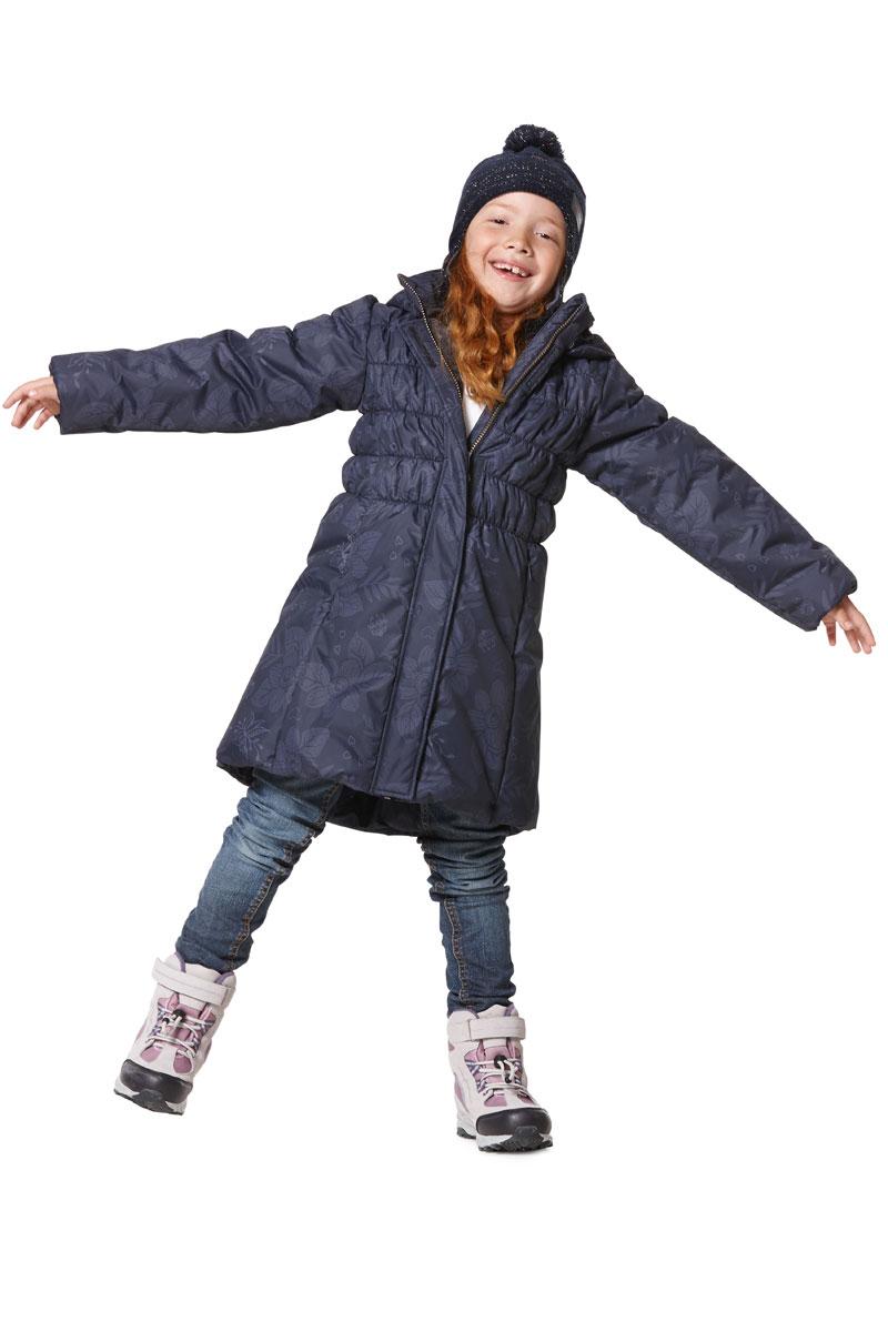 Пальто для девочки Lassie, цвет: серый. 7217189681. Размер 1287217189681Пальто для девочки Lassie c длинными рукавами, съёмным капюшоном и воротником-стойкойизготовлено из ветронепроницаемого, дышащего материала с верхним водо- и грязеотталкивающим слоем.Подкладка - полиэстер. Наполнитель - синтепон. Модель застегивается на застежку-молнию спереди и имеетветрозащитный клапан на липучках. Низ пальто дополнен эластичной резинкой. Изделие имеет два втачных кармана на застежках-молниях спереди. Рукава оснащены эластичными резинками на манжетах. Пальто оформлено оригинальным принтом и стеганой прострочкой. Изделие дополненосветоотражающим логотипом на спинке. Температурный режим: -15°C - -30°C.