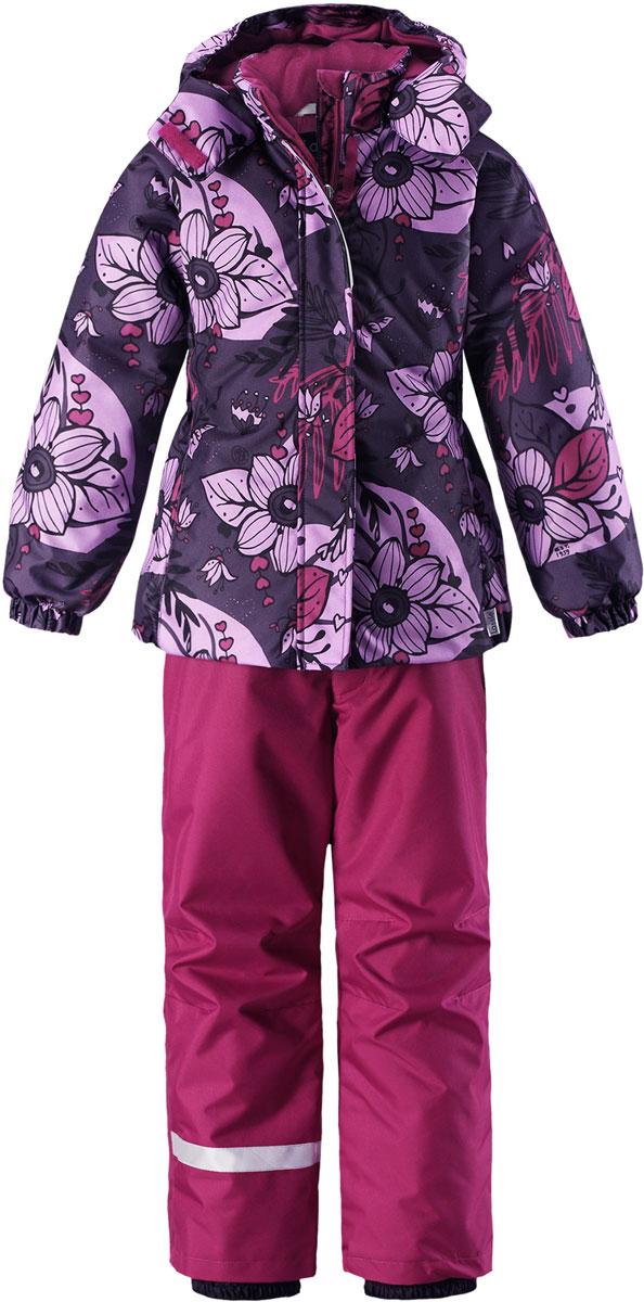 Комплект для девочки Lassie: куртка, брюки, цвет: лиловый, серый. 7237145781. Размер 1167237145781Комплект одежды для девочки Reima Lassie, состоящий из куртки и брюк, идеально подойдет для активных детей, которые любят играть на улице в любую погоду. Комплект изготовлен из сверхпрочного, ветронепроницаемого и водоотталкивающего материала с покрытием из полиуретана. Подкладка выполнена из полиэстера. В качестве утеплителя используется 100% полиэстер. Куртка со съемным капюшоном и воротником-стойкой застегивается на пластиковую молнию с защитой подбородка. Модель оснащена двумя ветрозащитными планками. Внешняя планка имеет застежки-липучки. Капюшон, присборенный по бокам на резинки, защитит нежные щечки от ветра. Он пристегивается к куртке при помощи кнопок и дополнительно имеет клапан под подбородком с застежкой-липучкой. Для большего комфорта на капюшоне и воротнике используется мягкая и приятная на ощупь подкладка. На рукавах предусмотрены эластичные манжеты. По низу изделия проходит скрытая эластичная резинка со стопперами. Спереди расположены два прорезных кармана на застежках-липучках. Куртка оформлена цветочным принтом. Брюки прямого кроя имеют широкий эластичный пояс на кнопке и ширинку на застежке-молнии. Модель дополнена широкими эластичными лямками на липучках, регулируемыми по длине. Снизу брючин предусмотрены муфты с прорезиненными полосками, препятствующие попаданию снега в обувь и не дающие брючинам задираться вверх. Комплект дополнен светоотражающими элементами, которые не оставят вашего ребенка незамеченным в темное время суток. Теплый, удобный и практичный комплект идеально подойдет для прогулок и игр на свежем воздухе!