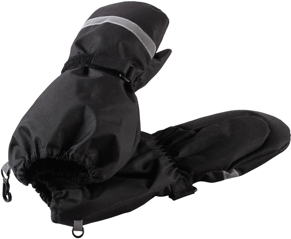 Варежки детские Lassie, цвет: черный. 7277179990. Размер 47277179990Зимние варежки Lassietec сочетают в себе практичность и комфорт! Отличный выбор для ежедневной носки. Варежки изготовлены из очень прочного, водо- и ветронепроницаемого дышащего материала и снабжены водонепроницаемой мембраной, которая обеспечит вашему ребенку долгие и сухие прогулки на свежем воздухе. Усиления на ладони и большом пальце не пропускают влагу и обеспечивают хороший захват. Трикотажная подкладка из полиэстера с начесом очень мягкая и приятная на ощупь. Благодаря удобной застежке на липучке варежки хорошо и плотно сидят на руке. Сверху варежки дополнены светоотражающей вставкой.