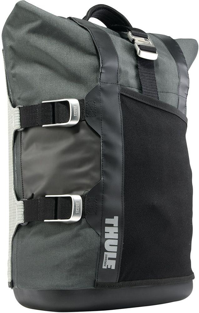 Сумка велосипедная Thule Pack ґn Pedal Commuter Pannier, левая, цвет: черный100009Велосипедная cумка Thule Pack ґn Pedal Commuter Pannier отлично подходит для поездок на велосипеде по городу. Имеет строгий дизайн, стильный внешний вид,внешние кармашки для фонаря и чехол для ноутбука. Сумка имеет жесткий каркас и может быть использована как сумка через плечо. Благодаря сворачивающейся верхней части - сумка водонипроницаемая.крепления-невидимки легко отщелкиваются при переноске без велосипеда для максимального удобства переноски;система крепления проста в использовании, безопасна и имеет малый уровень вибрации;внешние прозрачные кармашки обеспечивают использование аварийного фонаря и хранение его в одном удобном месте;водонепроницаемая сворачивающаяся/разворачивающаяся верхняя часть помогает сохранить вещи сухими;чехол для ноутбука вмещает ноутбук диагональю до 15 дюймов;светоотражающие полоски повышают заметность на дороге;стягивающий ремень надежно сохраняет содержимое;встроенная ручка и отстегиваемый ремень для ношения через плечо обеспечивают несколько вариантов переноски;устанавливается с любой стороны велосипеда;лучше всего подходит для багажников Thule, но может использоваться практически с любым велосипедным багажником.