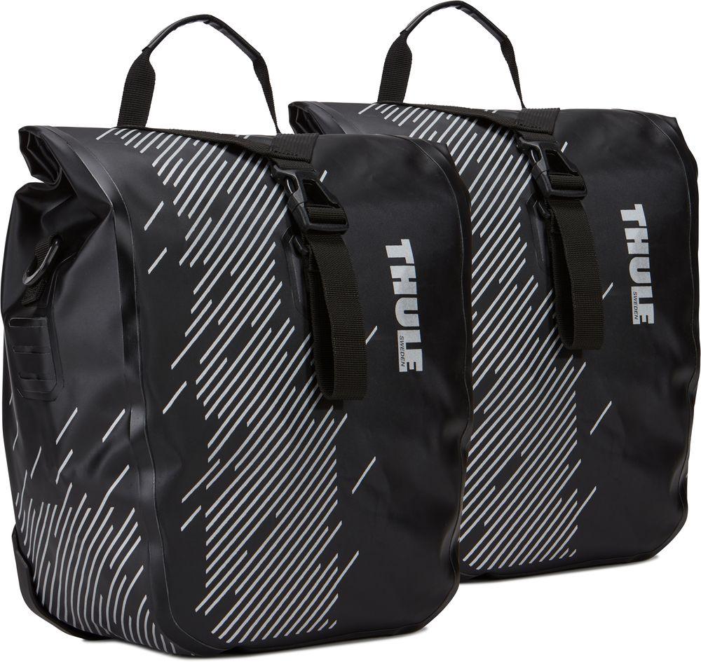 """Набор велосипедных сумок Thule """"Shield Small"""" -  универсальные водонепроницаемые велосипедные сумки со сворачивающейся верхней частью защищают вещи от влаги, а светоотражающие элементы обеспечивают дополнительную безопасность при езде.  Светоотражающие элементы на сумке делают ее более заметной в темное время суток . Запаянные швы и сворачивающаяся верхняя часть надежно защищают содержимое от влаги и пыли в соответствии с классом защиты IP64. Сумки легко устанавливать и снимать благодаря удобной системе зажимов и нижнему креплению на магнитах. Удобная точка крепления фонаря для дополнительной безопасности при передвижении.  Во внутренних карманах можно расположить небольшие предметы.  Сумка имеет встроенную ручку и съемный наплечный ремень для удобной транспортировки.   Размеры: 33 x 15,2 x 43,2 смМатериал: нейлон, пластик, стальВодонепроницаемость: IP64"""