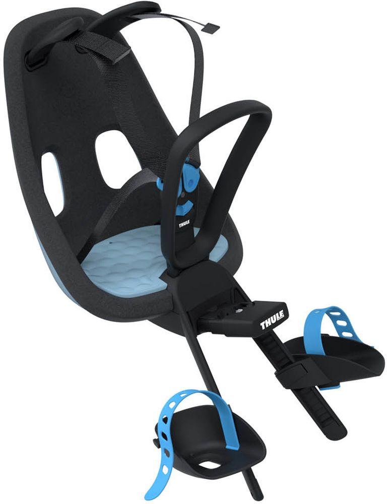 Детское велокресло Thule Yepp Nexxt Mini, цвет: голубой12080104Детское велосипедное кресло Thule Yepp Nexxt Mini для установки на раму велосипеда. Легкое и стильное детское велосипедное сиденье с креплением сзади и продуманным дизайном для прогулок по городу. Максимальный комфорт и безопасность благодаря регулируемому 5-точечному ремню безопасности с подкладкой .Сиденье, смягчающее толчки и вибрацию, обеспечивает плавную езду. Легкое, но прочное и невероятно удобное детское сиденье с жесткой основой и мягкой подбивкой. Фиксировать ребенка с помощью защитной пряжки на магните, оснащенной защитой от детей, очень быстро, легко и удобно Адаптируется к параметрам ребенка по мере его роста и обеспечивает идеальную посадку благодаря регулируемым опорам для ног и фиксирующим ремням. Во время езды ребенок может держаться за удобную ручку. Универсальная быстросъемная опора, которая подходит для обычных и выносных кронштейнов, позволяет устанавливать сиденье на велосипед и снимать с него за считанные секунды. Благодаря водоотталкивающим материалам сиденье всегда остается сухим и легко чистится.Разработано и протестировано для детей от 9 месяцев* до 3 лет, весом до 15 кг. (*Обратитесь к педиатру, если ребенку менее 1 года).