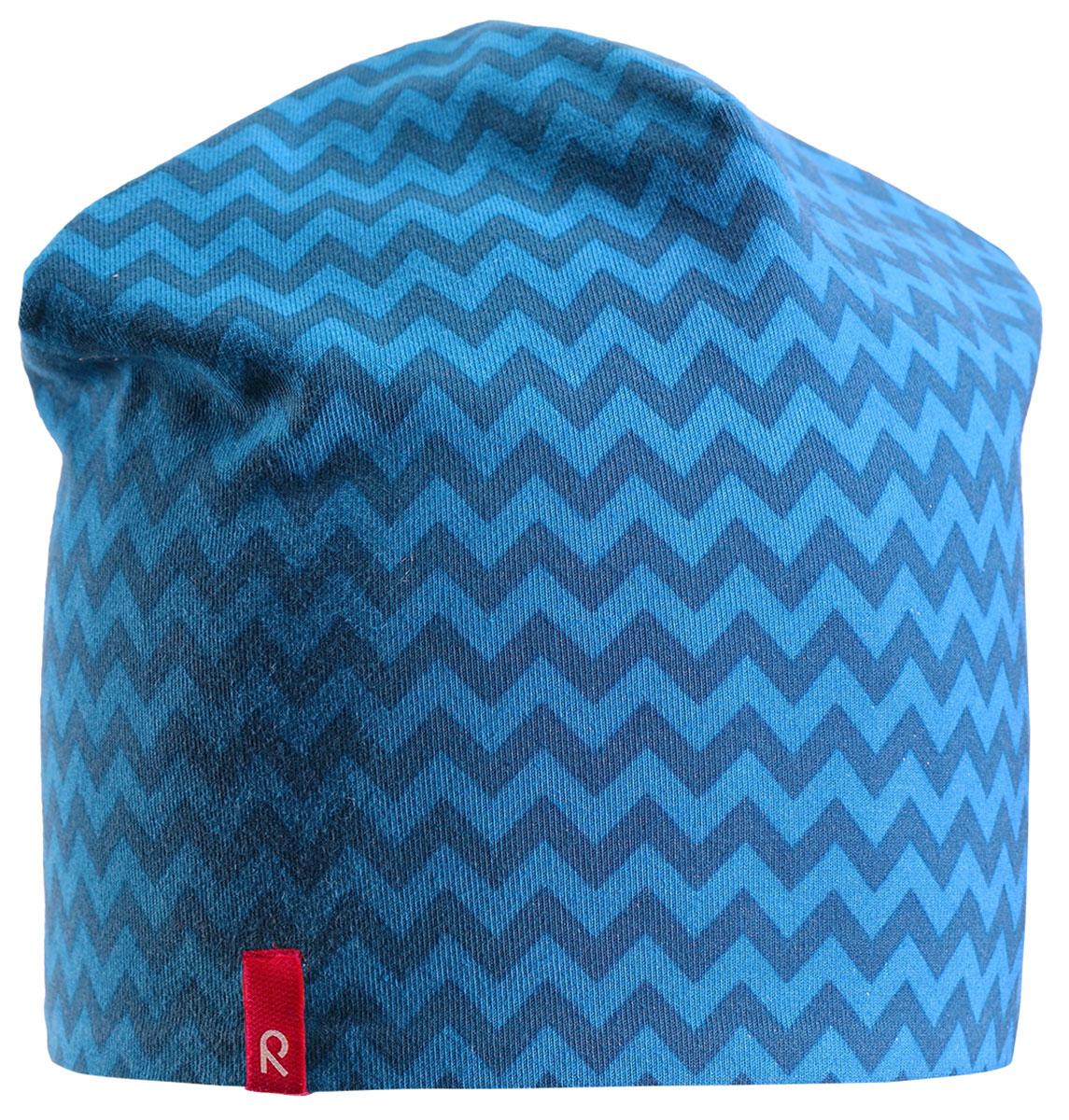 Шапка-бини детская Reima Hirvi, цвет: синий. 5285396492. Размер 545285396492Легкая двусторонняя шапка Reima для малышей и детей постарше с УФ-защитой 40+. Шапка изготовлена из дышащего и быстросохнущего материла Play Jersey, эффективно выводящего влагу с кожи. Озорная двухсторонняя шапка меняет цвет в одно мгновение! Обратная сторона шапки серая.