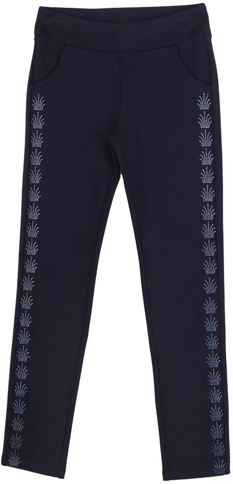 Брюки для девочки Vitacci, цвет: синий. 2171231-04. Размер 1642171231-04Классические брюки стрейч для девочки выполнены из вискозы и нейлона с добавлением эластана. Пояс снабжен широкой эластичной резинкой, которая обеспечивает комфортную посадку. Спереди расположены два втачных кармана. Вдоль бокового шва модель дополнена узорами из страз.