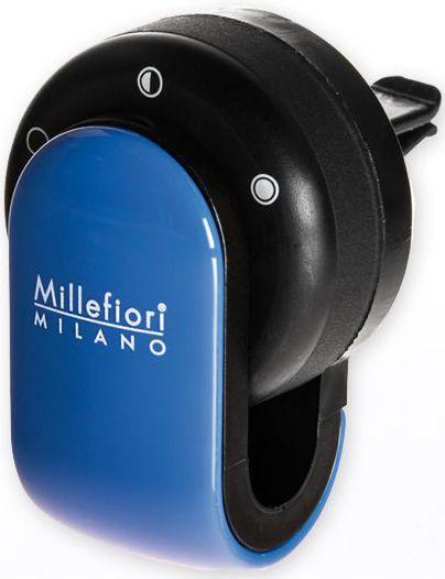 Ароматизатор в авто Millefiori Milano GO Сандал и бергамот, цвет: синий, черный13GO16Ароматизатор в авто Millefiori Milano GO наполнит ваш автомобиль неповторимым ароматом. Ароматизатор произведен из натуральных компонентов и является образцом качественного и безопасного продукта. Ароматическая капсула, с возможностью регулировки интенсивности аромата и сменными блоками, легко крепится на панель благодаря функциональным клипсам. Авто ароматизатор прослужит вам около 4-х недель. Каждое путешествие имеет свою атмосферу с Millefiori Go.Описание ароматической композиции: аромат сандалового дерева с нотами цитрусовых и лаванды.Базовые ноты: Лаванда, Грейпфрут, Бергамот, Лимон Сицилии.Средние ноты: Красные фрукты, Мирт, Кориандр, Жасмин.Верхние ноты: Гваяковое дерево, Мисор Сандал, Пачули, Ваниль.Товар сертифицирован.