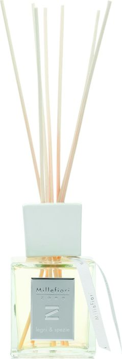 Ароматический диффузор Millefiori Milano Zona наполнит ваш дом неповторимым ароматом. Ароматизатор произведен из натуральных компонентов и является образцом качественного и безопасного продукта для дома.  Ароматический диффузор с палочками - это простое, изящное и долговременное решение, как наполнить дом или офис приятным запахом. Просто поместите ротанговые палочки в емкость с ароматической жидкостью. Степень интенсивности запаха может регулироваться объемом ароматической жидкости и количеством палочек.  Диффузор - это не просто освежитель воздуха, а элемент декора, который окутает вас своим приятным и нежным ароматом. Описание ароматической композиции: древесные ноты сандалового дерева со сверкающими верхними нотами лаванды и горького апельсина. Базовые ноты: Эвкалипт, Лаванда, Горький апельсин. Средние ноты: Имбирь, Герань, Кардамон, Лепестки розы, Ирис. Верхние ноты: Синтетический мускус, Кедр, Пачули, Ваниль, Сантал.  Товар сертифицирован.