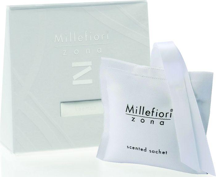 Саше Millefiori Milano Zona Красный чай / Keemun41SQKEСаше Millefiori Milano Zona наполнит ваш дом неповторимым ароматом. Ароматизатор произведен из натуральных компонентов и является образцом качественного и безопасного продукта.Ароматические саше - это маленькие мешочки из двухсторонней ткани, которые легко подвесить и окутать все вокруг приятном ощущением свежести. Millefiori придает аромат вашей одежде даже в ящиках и шкафах. Приятный и мягкий аромат останется на вашей одежде в течение 2-3 месяцев.Описание ароматической композиции:Фруктовые аккорды гармонично сочетаются с цветочными нотами ландыша, жасмина и пиона, чтобы создать цветочный букет, завершающийся нотами загадочного черного дерева и мускуса. Базовые ноты: Апельсин, Кизил кроваво-красный, Мандарин, Абрикос. Средние ноты: Ландыш, Жасмин, Пион, Зеленый чай. Верхние ноты: Черное дерево, Мускус. Товар сертифицирован.