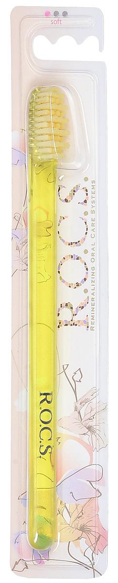R.O.C.S. Зубная щетка модельная, мягкая, цвет: желтый32700435_желтыйЗубная щетка R.O.C.S. Модельная разработана при участии стоматологов.Нетрадиционная скошенная подстрижка щетины обеспечивает: Эффективную чистку: качественное удаление зубного налета и поверхностных окрашиваний; Высокое качество очистки труднодоступных участков зубного ряда; Легкий доступ к дальним зубам.Тонкая ручка предотвращает излишнее давление при чистке. Высококачественная щетина разной высоты имеет закругленные и отполированные на концах текстурированные щетинки, которые обеспечивают быстрое и интенсивное очищение благодаря увеличенной очищающей поверхности и особенностям аквадинамики волокна. Товар сертифицирован.