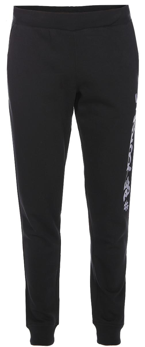 Брюки спортивные мужские Sela, цвет: черный. Pk-415/012-7320. Размер M (48)Pk-415/012-7320Стильные мужские брюки-джоггеры Sela выполнены из качественного материала с ворсистой внутренней отделкой и оформлены принтом с надписью. Брюки зауженного кроя и стандартной посадки на талии имеют широкий пояс на мягкой резинке, дополнительно регулируемый шнурком. Низ брючин дополнен мягкими трикотажными манжетами. Модель дополнена двумя прорезными карманами спереди и прорезным карманом сзади.