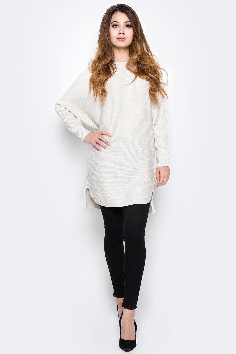 Свитер женский Sela, цвет: молочный меланж. JR-114/2068-7380. Размер M (46)JR-114/2068-7380Модный женский свитер Sela поможет создать стильный образ и станет отличным дополнением гардероба. Удлиненная модель очень свободного кроя с длинными рукавами летучая мышь изготовлена из качественного трикотажа фактурной вязки. Вырез-лодочка, манжеты рукавов и низ изделия спереди связаны резинкой. Модель подойдет для прогулок и дружеских встреч и будет отлично сочетаться с джинсами и брюками. Мягкая смесовая ткань хорошо тянется и приятна на ощупь.